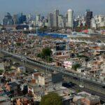 En 2020, el gobierno porteño le quitó 2400 millones de pesos de presupuesto a las villas